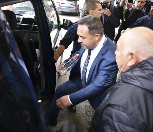 Спецпрокуратурата отведе на разпит зам.-екоминистърът Живков