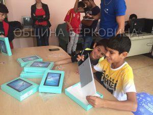 БАН дари таблети на деца от социален дом в Берковица (Снимки)