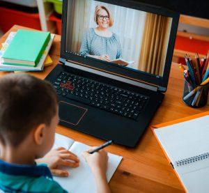 МОН закупува 80 000 устройства за електронното обучение