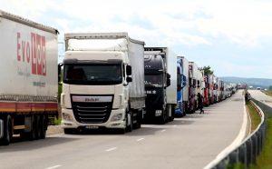 Задръствания от тирове на границите с Румъния и Гърция