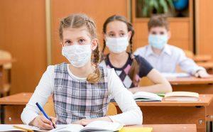 Скандали за задължителните маски в училищата в Гърция