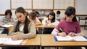Ученицитe от 7, 8 и 12 клас вече на училище. Засилват контрола за спазване на противоепидемичните мерки в София