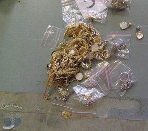 """Откриха златни накити за над 100 000 лева в камион на ГКПП """"Дунав мост"""""""