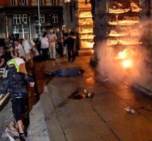 Шишенца с лак за нокти и запалки хвърчали по полицаите снощи в София