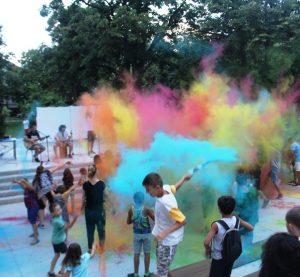 Цветна феерия, много музика и огнено шоу бяха част от атрактивните инициативи по повод Международния ден на младежта във Враца (Снимки)
