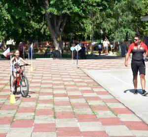Отличиха деца колоездачи във Враца (Снимки)