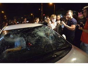 Трима протестиращи са задържани за нападение на кола с жена и деца в София