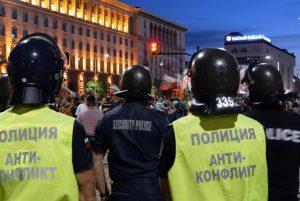 Спречкване между полиция и протестиращи на 53-ият ден на протести срещу властта
