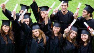 Правителството отпуска до 100 млн. лева за студентите