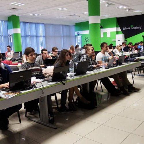 """Набират средства за стартирането на """"Училищна телерик академия"""" за младите хора в Белоградчик"""