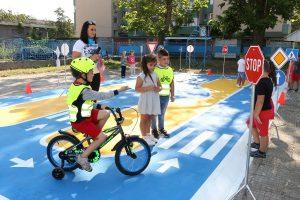 Откриха интерактивна площадка по безопасност на движението в детска градина във Видин(Снимки)