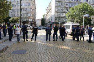 6 лица са задържани на протеста в столицата, намерени са обезпокоителни предмети(Снимки)