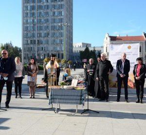 С водосвет откриха първия фермерски пазар във Видин(Снимки)