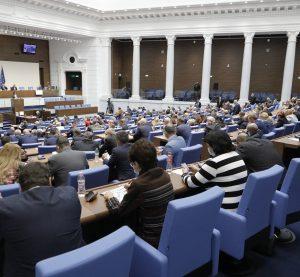 Карантинираните ще гласуват в подвижни секции решиха депутатите на първо четене