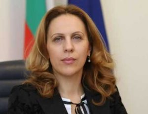 Николова разкри вариантите за работа на заведенията след 31 януари
