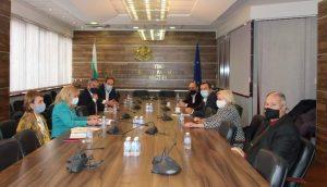 """МРРБ и """"Български ВиК холдинг"""" ЕАД подкрепят увеличаването на заплатите на работниците във ВиК дружествата"""