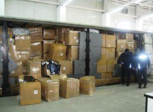 Митничари зъдържаха 18 697 броя контрабандна стока в камион на ГКПП Дунав мост Видин – Калафат (Снимки)