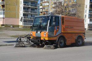 Модерни мотометачки се грижат за чистотата на улиците и парковите алеи във Видин