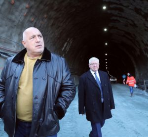 """Премиерът: През септември ще бъде пуснато движението в двете посоки в новия тунел """"Железница"""" на АМ """"Струма"""""""