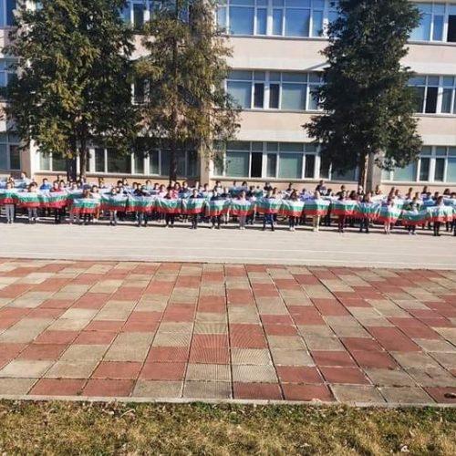 Над 500 първокласници от община Враца получиха българското знаме и послание от кмета Калин Каменов (Снимки)
