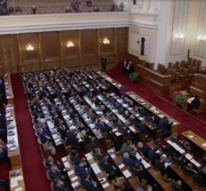 Парламентът прие оставката на кабинета
