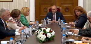 """Манолова: Смятаме, че подкрепа от ГЕРБ и ДПС за правителство е """"токсична прегръдка"""""""