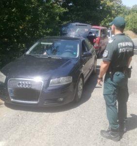 Гранични полицаи от РДГП-Елхово задържаха петима каналджии с 10 незаконни имигранти